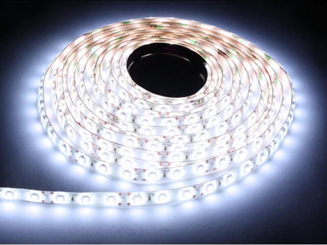 Taśma LED jednokolorowa 150 SMD chłodna barwa IP54 5m Max-led