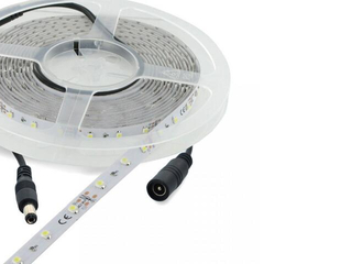 Taśma LED jednokolorowa 5m 60szt/m 6W/m 12V czerwona 06875 Whitenergy
