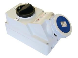 Gniazdo siłowe z wyłącznikiem 0-1 duże blok. mechaniczna 32A 230V 2P+Z IP67 PCE