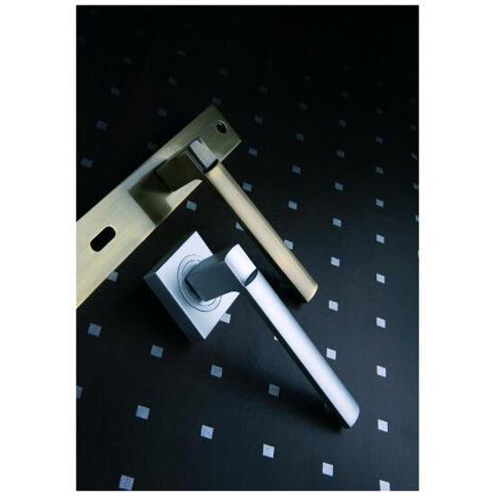 Klamka drzwiowa VERSA szyld długi klucz nikiel szczotkowany DH-02-113N-72-07 Gamet